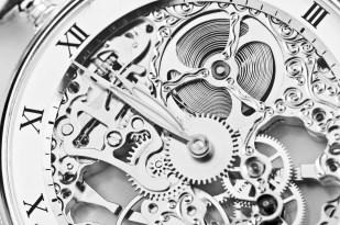 El diseño de un reloj es demasiado complejo como para no necesitar un diseñador que lo haga funcionar correctamente. Todas las partes del reloj estarían diseñadas para un mismo cometido y cada una cumpliría su función.
