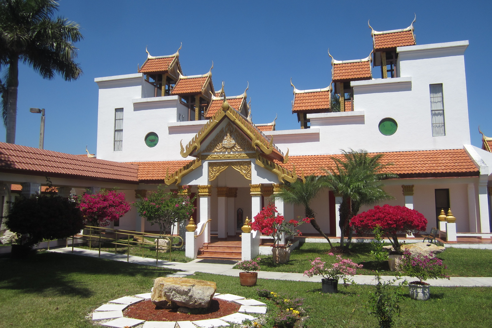 wat buddharangsi buddhist temple essay Florida international university department of religious studies rel 3308 studies in world religions spring 2012 _____ instructor: mr daniel alvarez office hours: tr, 1:00-2:00 pm dm 302 or by appointment.