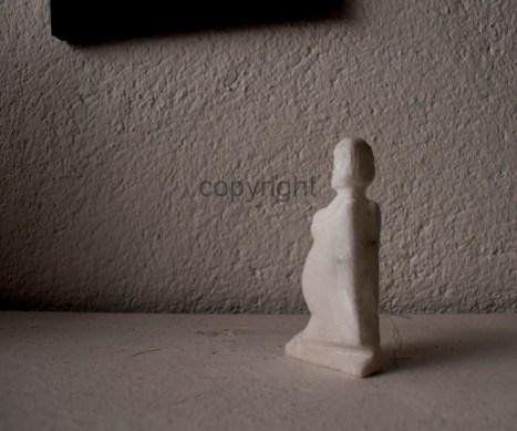 """Aphrodite, geschwängert vom Glück"""", Marmor, Kleinformat"""