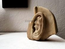 """""""Listen and feel"""" (Hör zu und fühl), Sandstein, Kleinformat"""