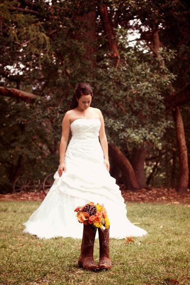 Country bridal bouquet; orange, yellow, and brown. | Jessica Ormond Events | Frame by Frame Photography