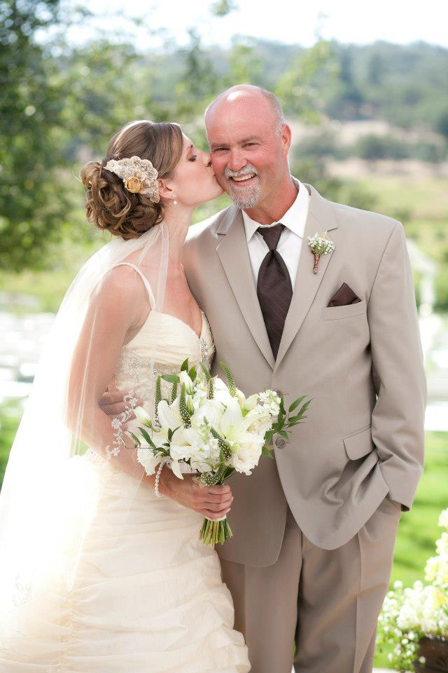 bride and father; baby's breath bout | Jessica Ormond Events | Coral Lee Carlson Photography