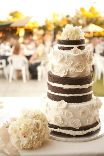 Chocolate naked cake and textured toss bouquet | Jessica Ormond Events | Coral Lee Carlson Photography. Lubbock Texas boutique wedding florist.
