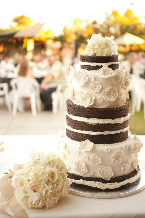 Chocolate naked cake and textured toss bouquet | Jessica Ormond Events | Coral Lee Carlson Photography