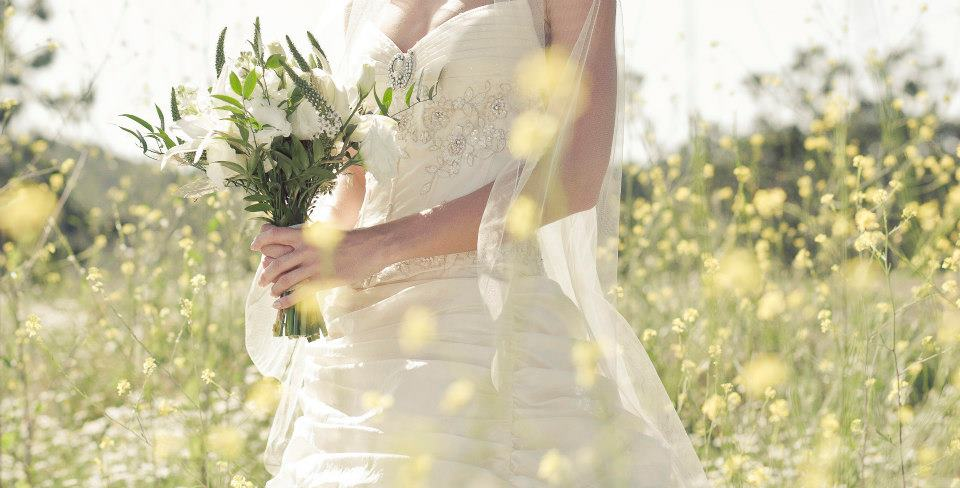 vintage white and champagne bouquet   Jessica Ormond Events   Coral Lee Carlson Photography