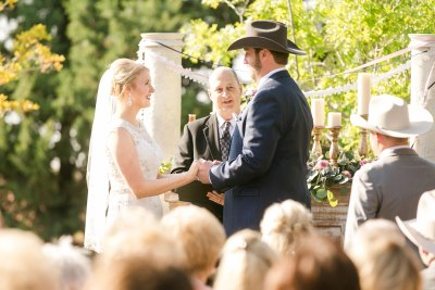 Wedding ceremony at Cotton Creek Barn. Texas wedding planner, Jessica Ormond Events. Photo by Allee J Photography.
