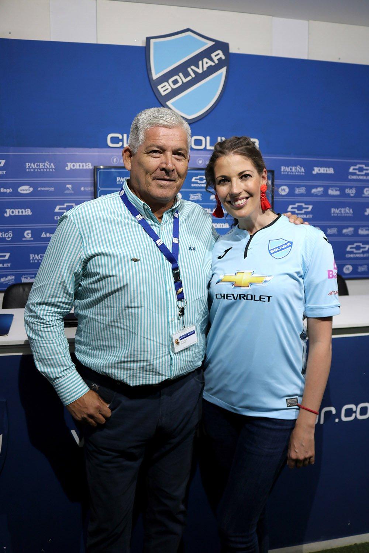 Mauricio Gotelli Country Manager de General Motors para Bolivia y Maywa Jauregui gerente marketing Bolivar