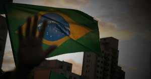 Canção de Caetano Veloso dá o tom de desesperança do Brasil atual