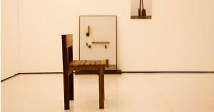 Instalação tensiona a relação entre objeto e imagem