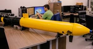 Veículo autônomo submarino monitora águas com sensores e câmeras