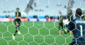 Incidência de Covid-19 no futebol paulista supera as mais altas do mundo, indica estudo