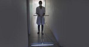 USP entrega a hospital rodos com radiação ultravioleta para descontaminação
