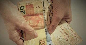 No Congresso Nacional, há nove propostas de congressistas de oposição solicitando que o benefício seja prorrogado por mais tempo, sem indicação de onde viriam os recursos - Foto: Ivanir Ferreira