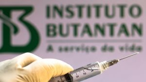 Desafio de vacinar contra covid-19 começa com 2,8 milhões de brasileiros