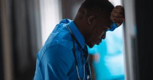 Pesquisa revela aumento de insônia entre profissionais da saúde durante a pandemia