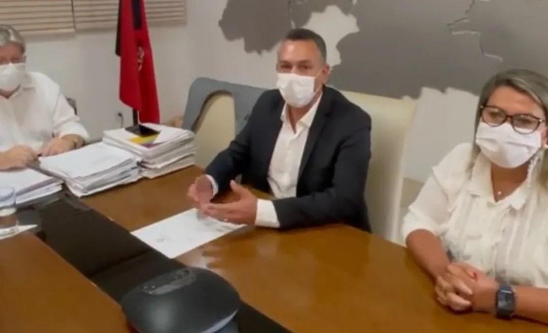 Deputada Dra. Jane e prefeito Emerson Panta se reúnem com João Azevêdo em busca de parceira para conclusão da obra do Hospital Infantil em Santa Rita