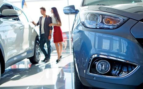 carro-Financiamento de veículos-concessionaria-usados-novos-pessoas-impersistimos