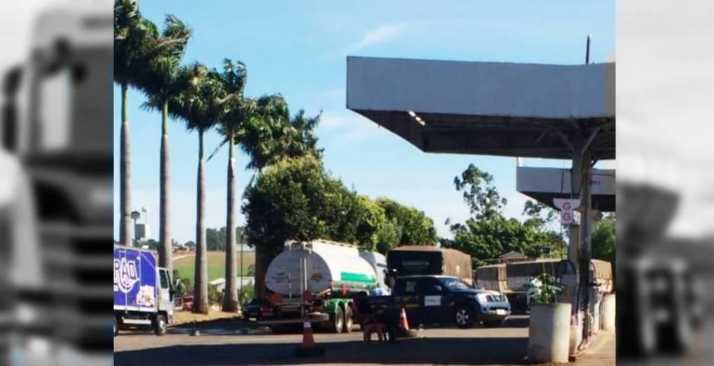Caminhoneiro com coronavírus morre ao cair de caminhão