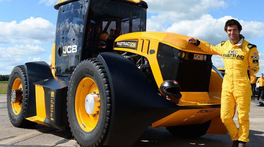 Conheça o Fastrac Two da JCB, o trator mais rápido do mundo