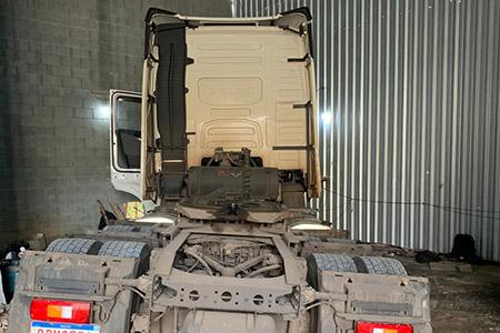 Polícia Civil encontra desmanche clandestino de caminhões em Osasco - SP