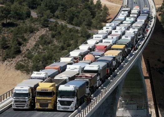 Testando-viadutos-e-pontes-com-dezenas-de-caminhões-carregados-8-1.jpg
