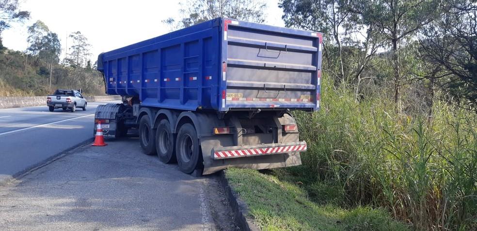 Caminhoneiro morre após ser atropelado pela própria carreta na BR-040