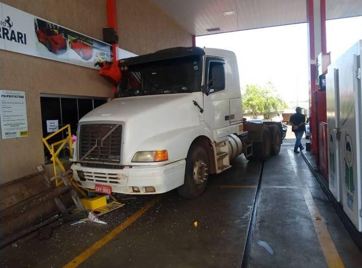 Caminhoneiro morre após ser atropelado pelo próprio caminhão no Paraná