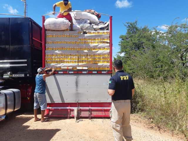 Carreta com 16 toneladas de excesso é apreendida com 7.260 caixas de cervejas clandestinas na BR-304