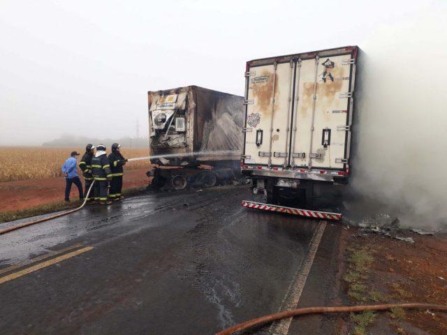 Três caminhoneiros perdem a vida em grave acidente na MS-306