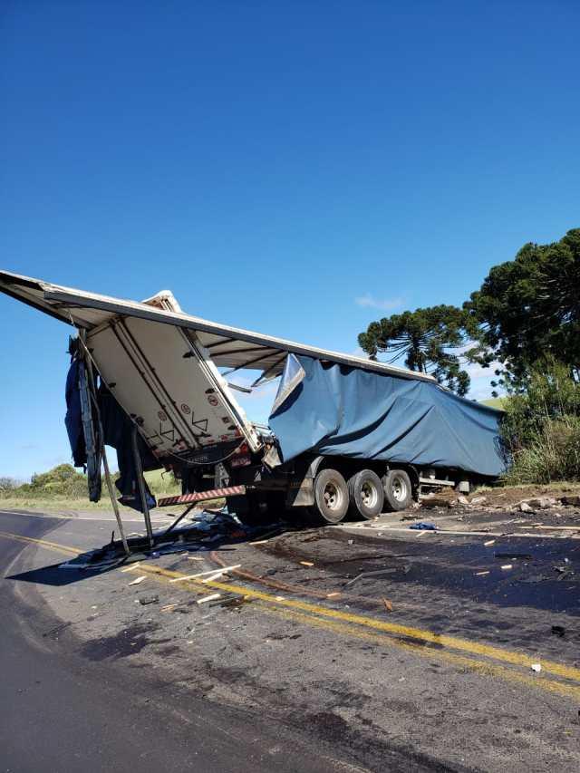 Duas carretas colidem na BR-153 - cavaletti, erechim, carreta, acidente, caminhão, jornal do caminhoneiro, jornal caminhoneiro,