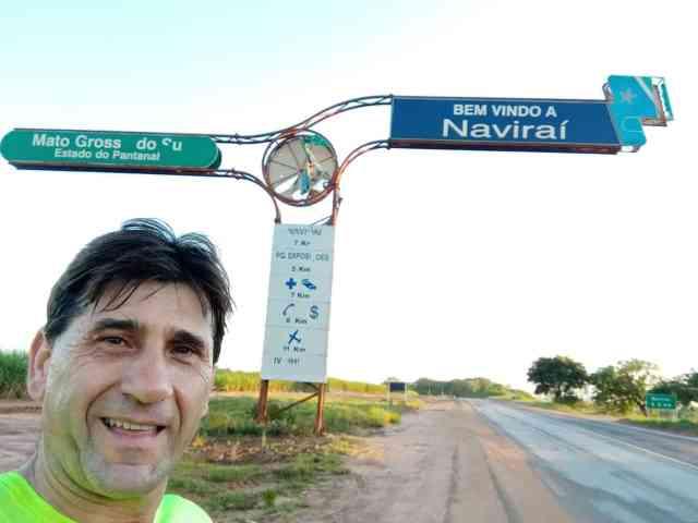 Todos os dias às 5h da manhã, caminhoneiro corre 10 quilômetros às margens da rodovia