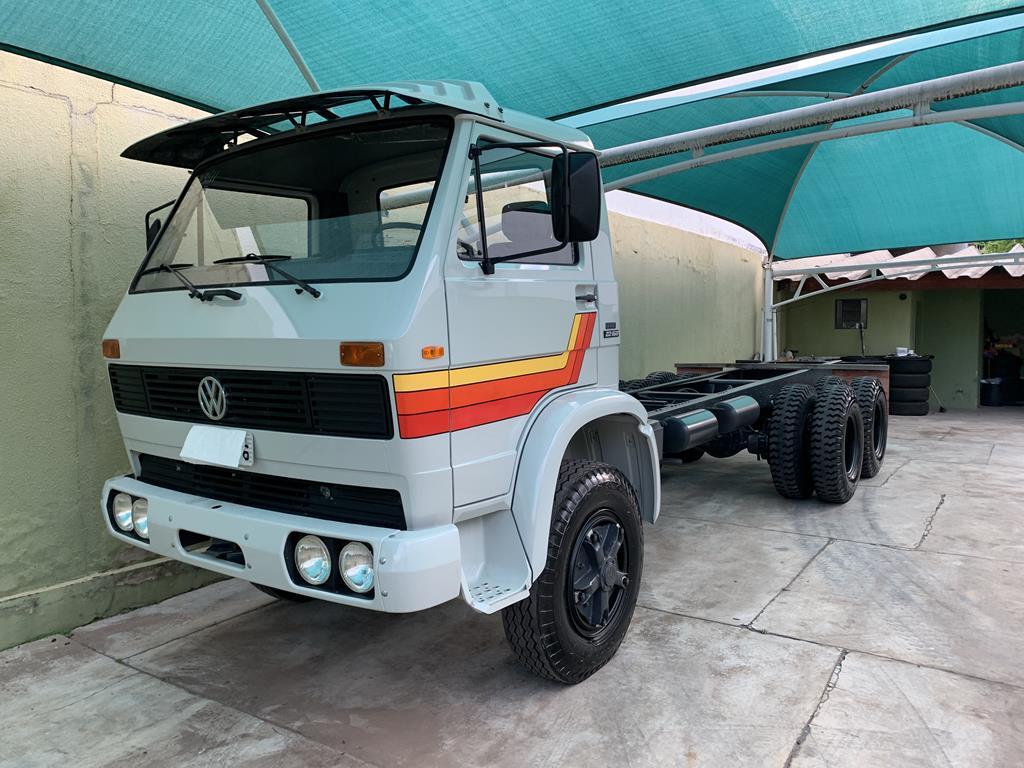 VW 22-160 6x4 V8 Álcool - 1987 com só 135 km está a venda por R$350 mil