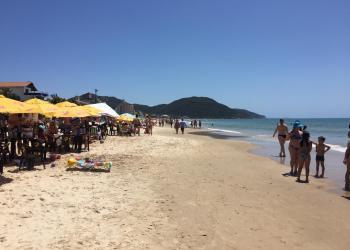 Praias estavam lotadas no feriadão | Foto: Emanuel Soares / Jornal Conexão Comunidade