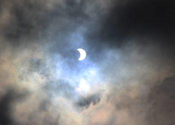 13h58, ponto máximo do eclipse | Foto: Emanuel Soares / Grupo Conexão
