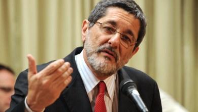 Photo of Gabrielli diz que Petrobras compra refinarias fora desde FHC