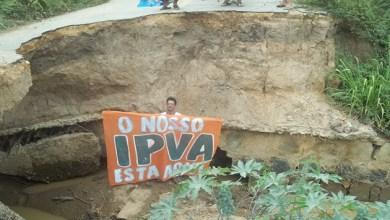 """Photo of Pedro Tavares denuncia aniversário do """"buraco da vergonha"""" na BA-131"""