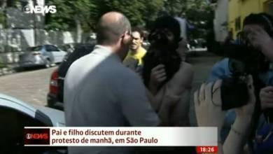 Photo of Vídeo: Pai discute com filho black bloc durante protesto e leva jovem pra casa