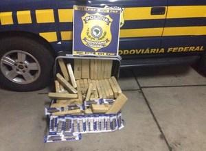 Photo of 43 kg de maconha e mais de 180 munições são flagradas em ônibus