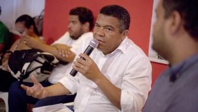 """Photo of Deputado diz que Aécio votou contra valorização do mínimo para """"barganhar com o governo"""""""