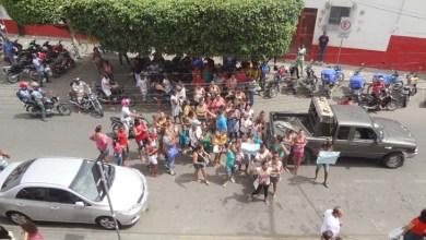 Photo of Chapada: Cadastrados do Minha Casa, Minha Vida protestam em frente à Caixa em Itaberaba