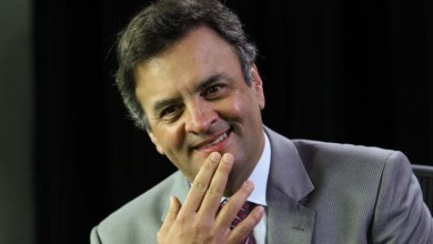 Photo of Petrobrás está 'maculada', afirma senador Aécio Neves