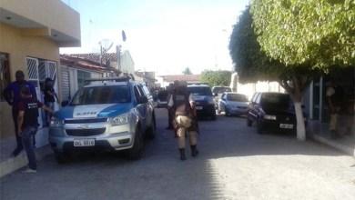 Photo of Presos rebelados se rendem em Itatim e entregam as armas para os policiais