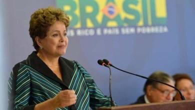 Photo of Dilma chora ao receber relatório sobre ditadura e diz que país merece a verdade