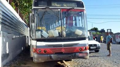 Photo of Idoso morre ao pular de ônibus em movimento e se chocar em poste