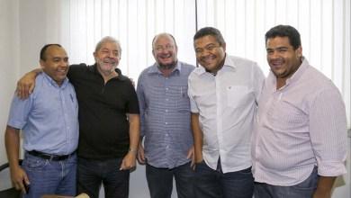 Photo of Lula recebe MST e políticos baianos para traçar estratégias com movimentos sociais