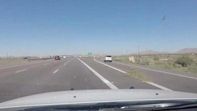 Photo of Mundo: Fugitivos atiram maconha do carro durante perseguição nos EUA