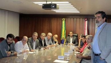 Photo of Governador recebe deputados e representantes sindicais para discutir investimentos da Petrobras