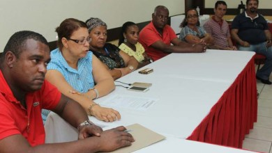 Photo of Governo negocia com terceirizados e promete resolver situação de salários atrasados