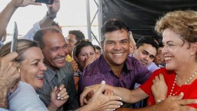 Photo of Ninguém vai tirar a legitimidade que o voto me deu, afirma Dilma