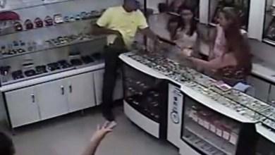 Photo of Ipirá: Homem agride funcionárias em roubo a joalheria; veja vídeo